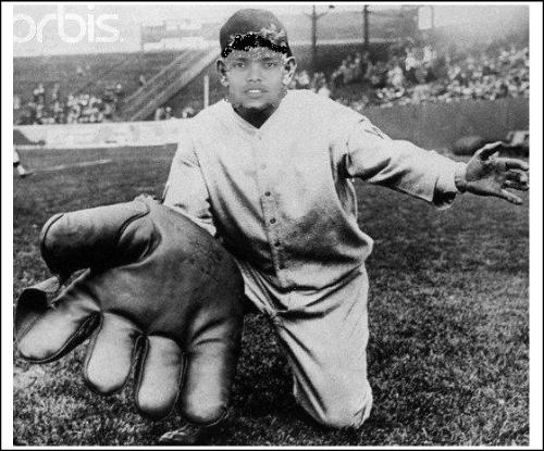 Kamran Akmal gets new gloves